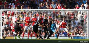 liverpools_philippe_coutinho_scores_their_first_goal_with_a_free_277161